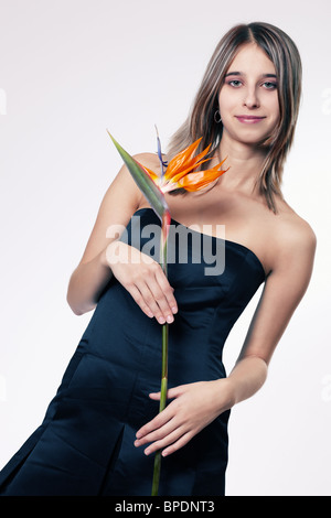 Young woman holding strelitzia Banque D'Images