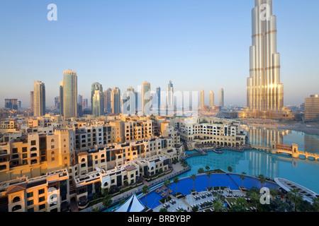 Le Burj Khalifa, achevé en 2010, structure faite homme le plus grand au monde, DUBAÏ, ÉMIRATS ARABES UNIS Banque D'Images