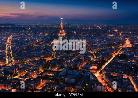 Coucher du soleil à Paris avec la vue depuis la Tour Montparnasse Tower sur la Tour Eiffel Banque D'Images
