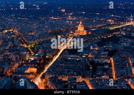 Coucher du soleil à Paris avec la vue depuis la Tour Montparnasse Tower sur les Invalides Banque D'Images