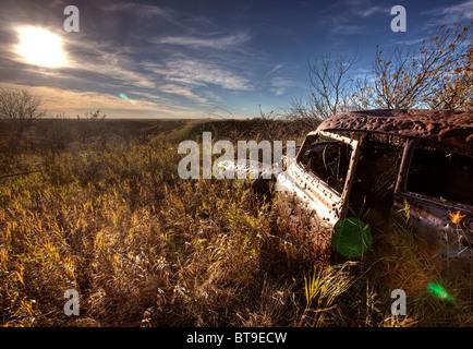 Vintage Car abandonné trous de balle à la cible en Saskatchewan Banque D'Images