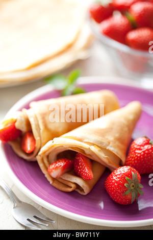 Crêpes aux fraises Banque D'Images