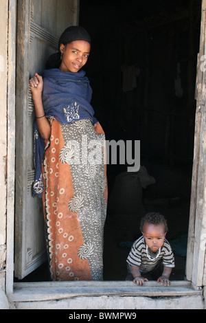 Jeune femme avec bébé tribu Alaba pris c Kulito, Ethiopie Banque D'Images
