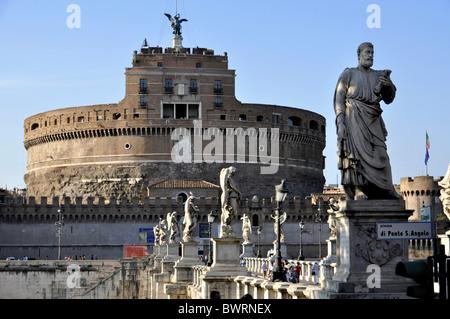 Statue de l'Apôtre Pierre sur le Ponte Sant'Angelo, Pont des Anges, Castel Sant'Angelo, Château de Anges, Rome, Banque D'Images