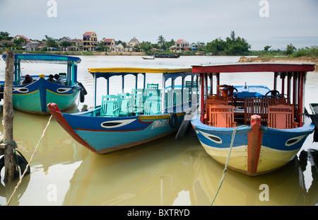 Bateaux de touristes dans la région de la rivière Thu Bon. Hoi An, Vietnam, Asie. Banque D'Images