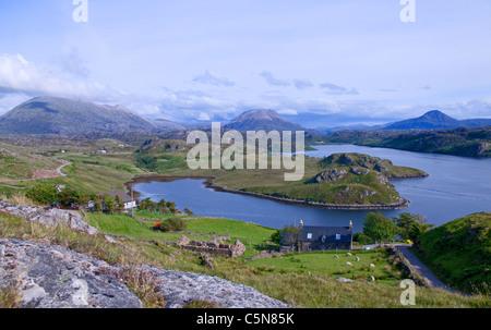 Loch Inchard vu de Badcall Inchard, près de Kinlochbervie, avec Foinaven, Arkle et Ben Stack derrière, Sutherland, Banque D'Images