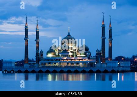 Mosquée de cristal à l'île de Man Wan à Kuala Terengganu, Malaisie. Banque D'Images