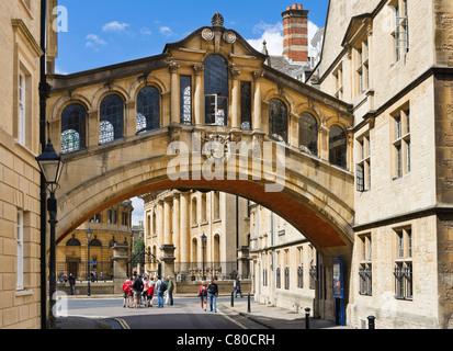 """L'Université d'Oxford. Le Pont de Hertford (communément """"Le Pont des Soupirs"""") sur le nouveau College Lane, Oxford, Banque D'Images"""
