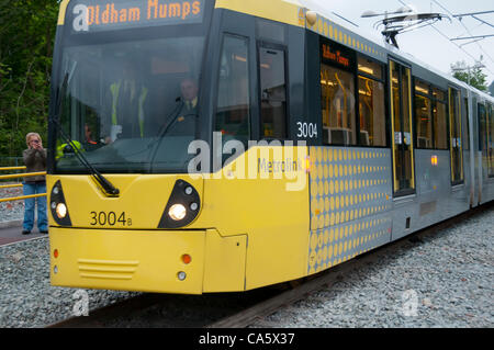 13 juin 2012. Un arrêt de tramway Metrolink Oldham à arrêter les oreillons après avoir terminé le premier transport Banque D'Images
