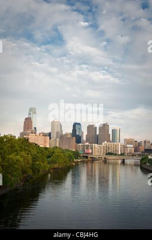 Philadelphia Skyline Vue urbaine avec la rivière Schuylkill Banque D'Images
