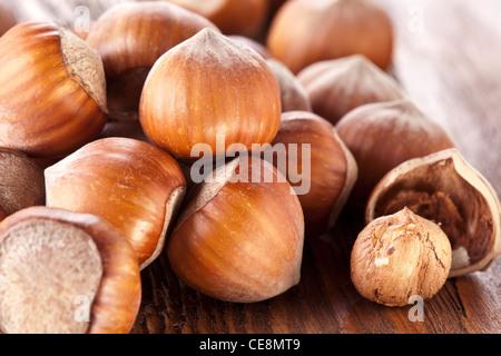 Les avelines sur une table en bois. Close-up shot. Banque D'Images