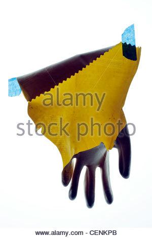 Gant de travail ménage cassée avec du ruban adhésif bleu Banque D'Images