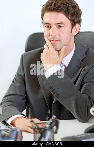 Portrait of smiling businessman in office moderne Banque D'Images
