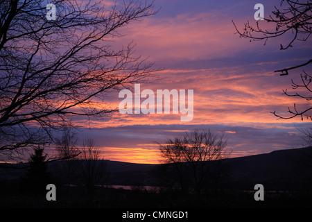 Coucher de soleil sur le lac Ullswater en Cumbria, Angleterre Banque D'Images