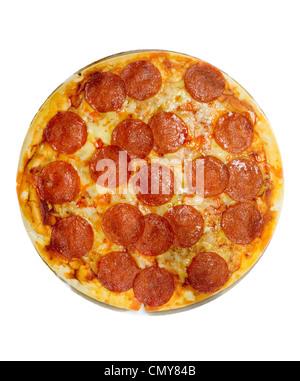 Pizza Pepperoni et fromage isolé sur fond blanc Banque D'Images