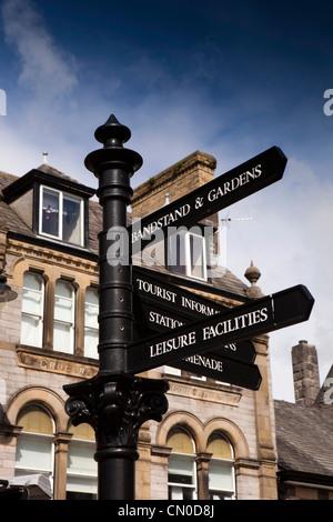 UK, Cumbria, Grange Over Sands, informations touristiques sur panneau Banque D'Images