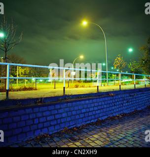 Lampadaire et bridge at night Banque D'Images