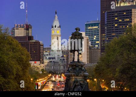 Ben Franklin Parkway et l'Hôtel de Ville, Philadelphie, Pennsylvanie, Banque D'Images