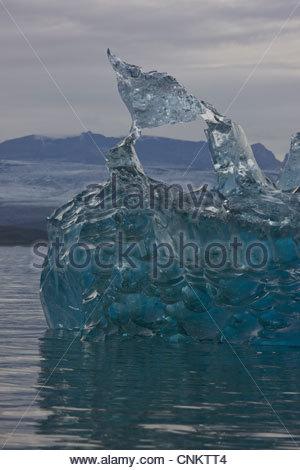 La formation de glace dans le lac glaciaire Banque D'Images