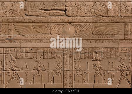 Dieu Ra de l'Égypte ancienne. Relief sur la colonnade ouest du Temple d'Isis sur l'île de Philae près d'Assouan, Banque D'Images