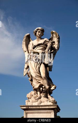 Angel par Bernini sur le pont Ponte Sant'Angelo à Rome, Latium, Italie, Europe Banque D'Images