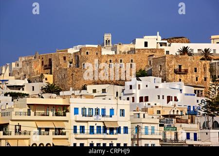 Le château vénitien de Sanoudos sur haut de la Chora de l'île de Naxos, Cyclades, en Grèce. Banque D'Images