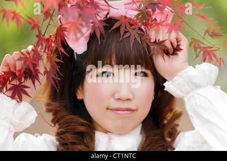 Lolita japonais portrait dans parc en automne, Tokyo Banque D'Images