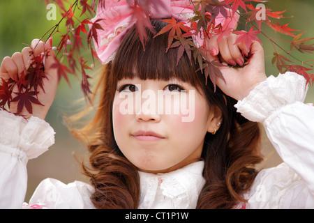 Lolita japonais portrait en automne, Tokyo Banque D'Images