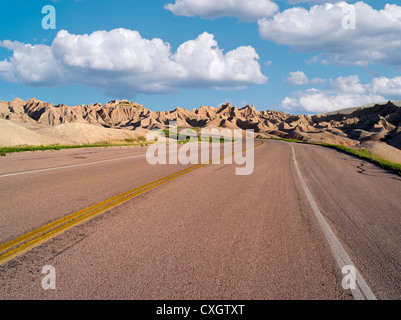 Route à travers des Badlands National Park (Dakota du Sud) Banque D'Images