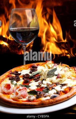 Pizzas cuites au four à bois Banque D'Images