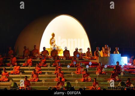 Chiang Mai, Thaïlande. 24 novembre 2012. Yee Peng Sansai Lanterne flottante Cérémonie, partie de la célébrations Banque D'Images