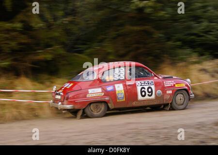 96 SAAB Sport Caroline Lodge Jim Valentine 55e au classement général à la fin de jour 2 du RAC Rally. Pickering, Banque D'Images