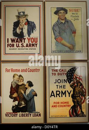 La Première Guerre mondiale affiche pour le recrutement et des obligations de guerre. Deutsches Historisches Museum. Banque D'Images