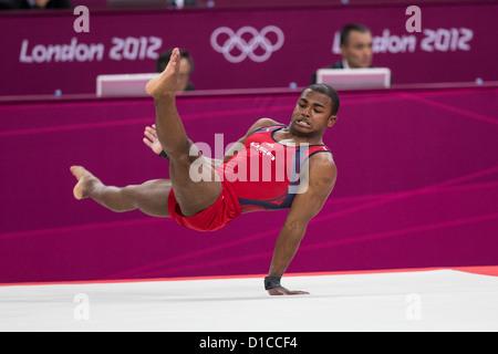 John Orozco (USA) effectuer l'exercice au sol pendant la gymnastique hommes concours général individuel au Jeux Banque D'Images
