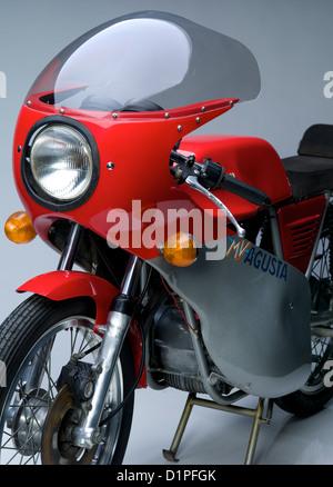 MV Agusta isolé sur fond gris Moto Banque D'Images