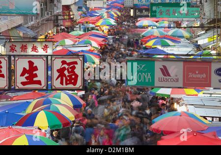 Les foules au marché Fa Yuen Street, Mongkok, Hong Kong, Chine Banque D'Images