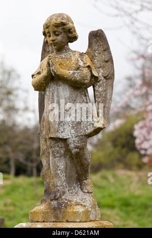 Stone Angel à Trowbridge, Wiltshire Cimetière Banque D'Images