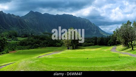 Hawaii, Kaneohe, Panorama de Ko'olau Golf Club près de Ko'olau Range Banque D'Images