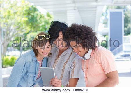 Friends using digital tablet Banque D'Images