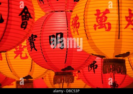 Le rouge et jaune lampions pendant le Nouvel An chinois Banque D'Images
