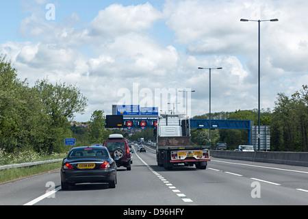 Le trafic sur l'autoroute M4 près du tunnel de Malpas à Newport, Pays de Galles, Royaume-Uni Banque D'Images