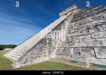 Détail de la pyramide maya de Chichen Itza Banque D'Images