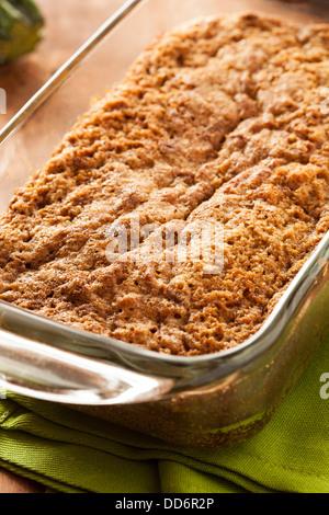 En bonne santé maison prêt à manger du pain aux courgettes Banque D'Images