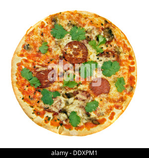 La cuisine fraîche aux herbes pizza au pepperoni isolated over white Banque D'Images