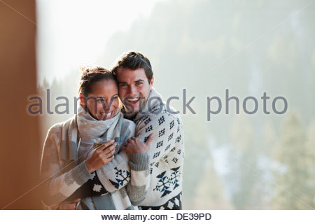 Couple hugging on patio Banque D'Images