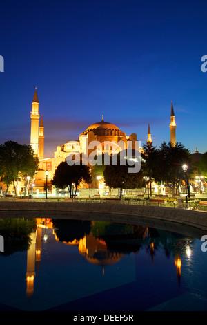 Sainte-sophie (Aya Sofya) (l'église de la Sainte Sagesse), au lever du soleil, UNESCO World Heritage Site, Istanbul, Banque D'Images