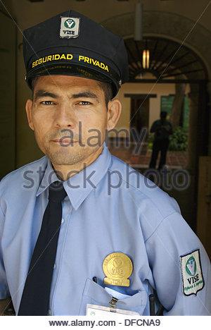 Gardiens de sécurité en musée de l'or Zenú, Cartagena de Indias, Colombie Banque D'Images