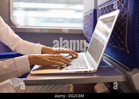 Doigt femelle ordinateur coin wagon Banque D'Images