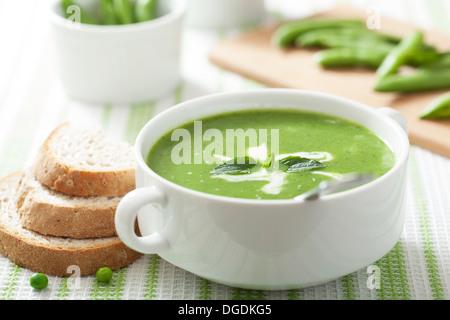 Soupe aux pois à la menthe Banque D'Images