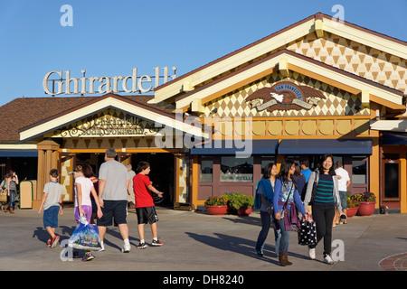 La crème glacée et le chocolat Ghirardelli Shop à Downtown Disney Marketplace, Disney World Resort, Orlando en Floride Banque D'Images
